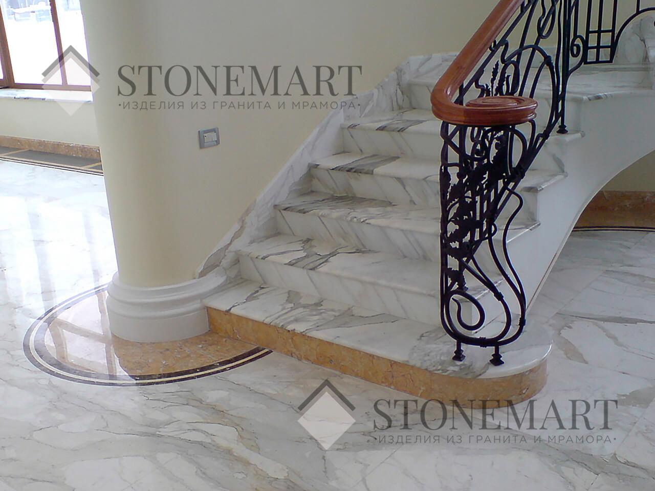 Лестница из мрамора Bianco Carrara