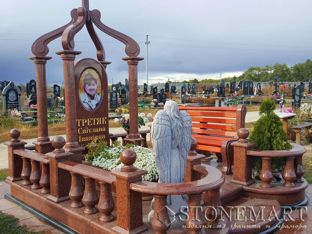 Мемориальный комплекс с гранитной скульптурой №6