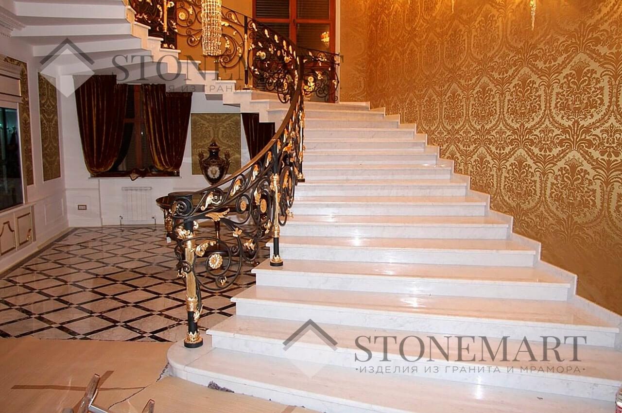 Мраморная лестница. Камень: Civec. Страна: Македония