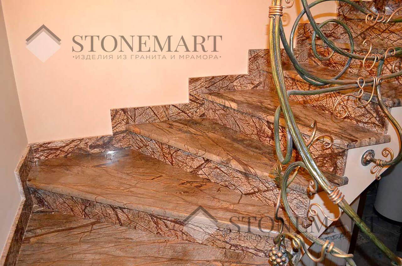 Мраморные ступени. Камень: Bidasar Brown.