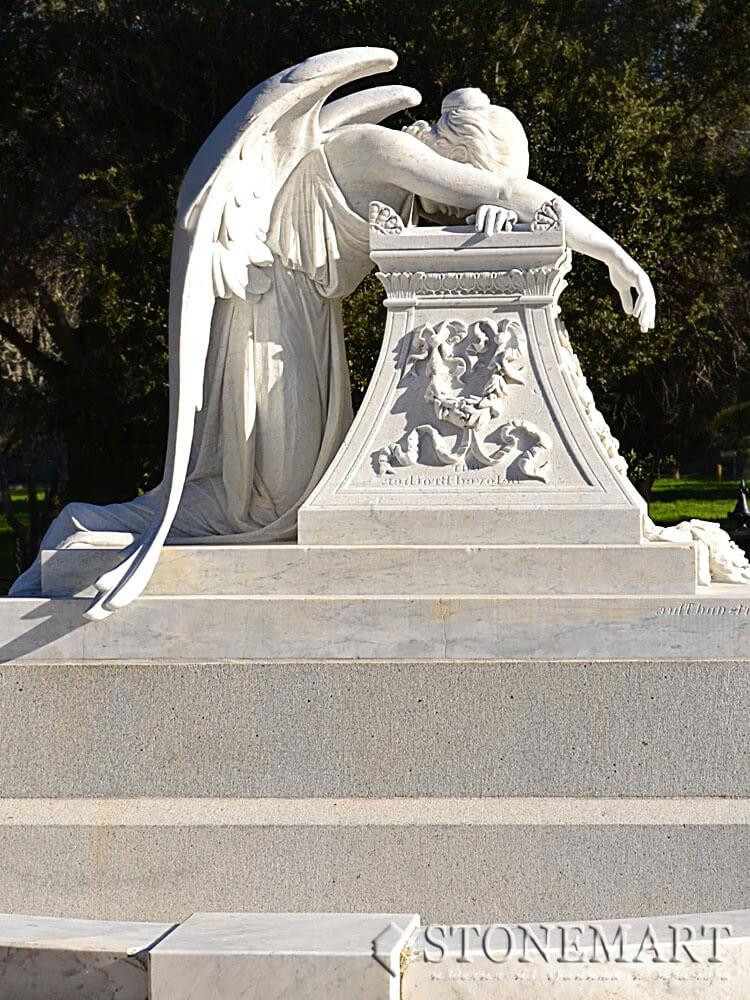 30. Скульптура: Плачущий ангел