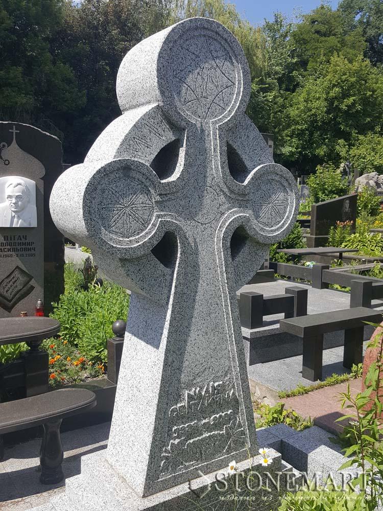 Гранитный крест №33