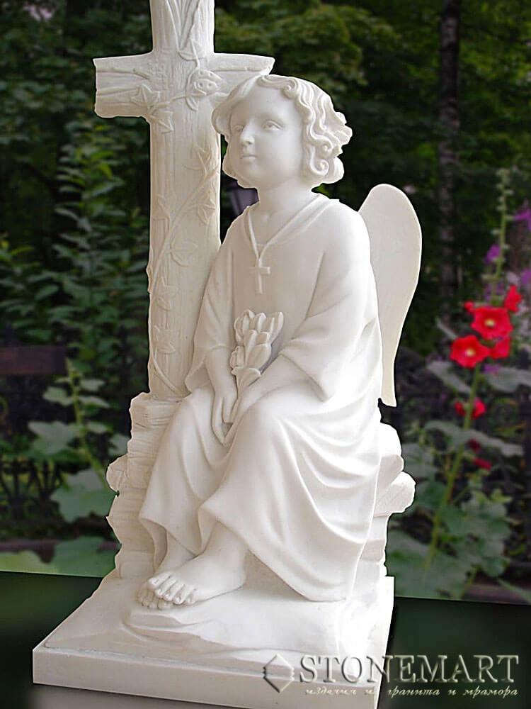37. Скульптура из белого мрамора