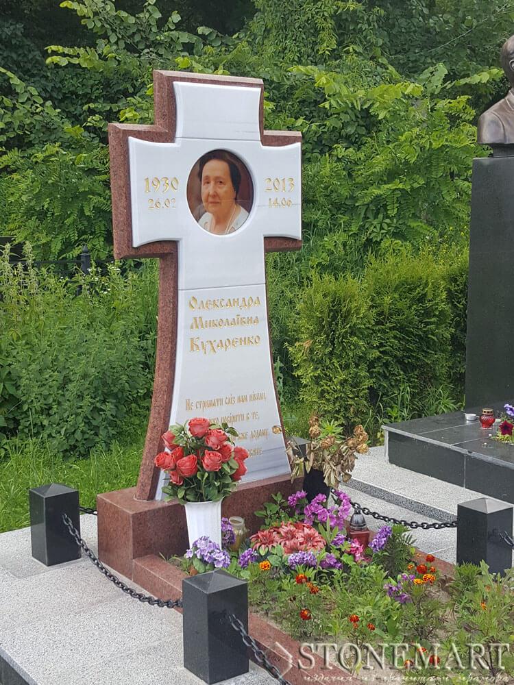 Памятник из мрамора №52