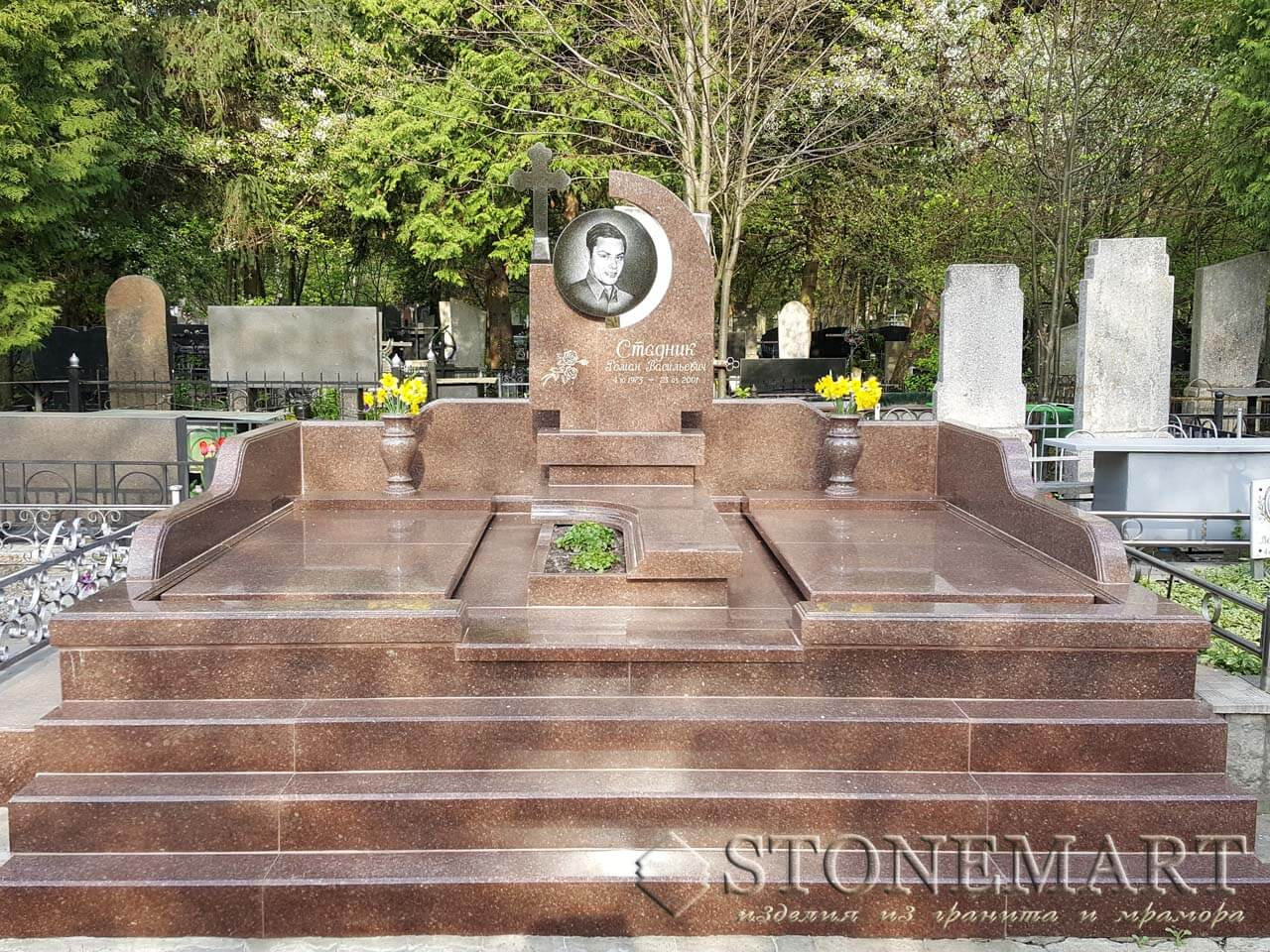 Мемориал со ступенями №53