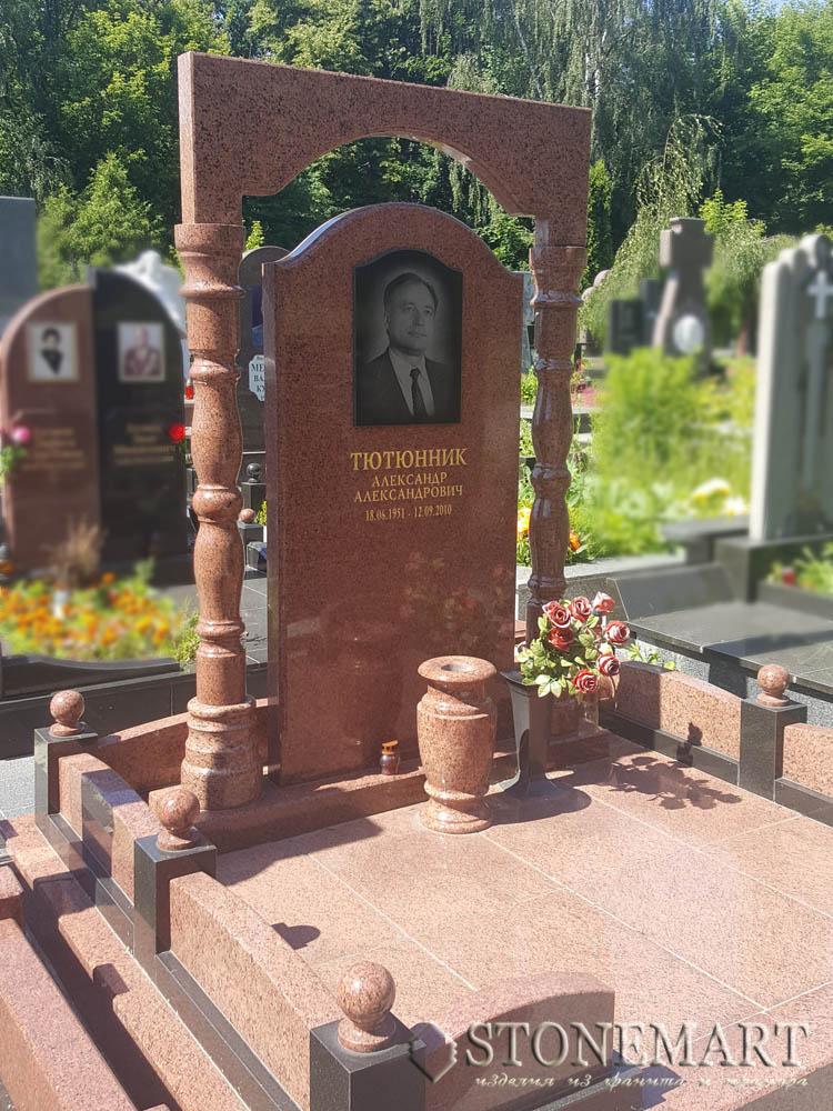 Памятник из лезниковского гранита №56