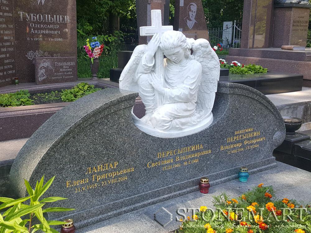 70. Скульптура Ангел с крестом