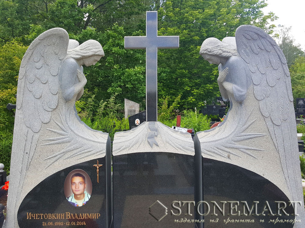 71. Два ангела у креста