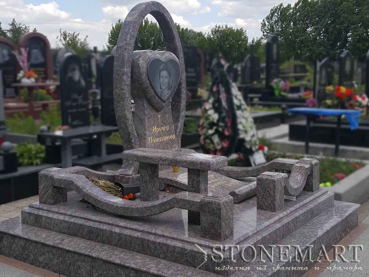 Мемориальный комплекс со скульптурой №72