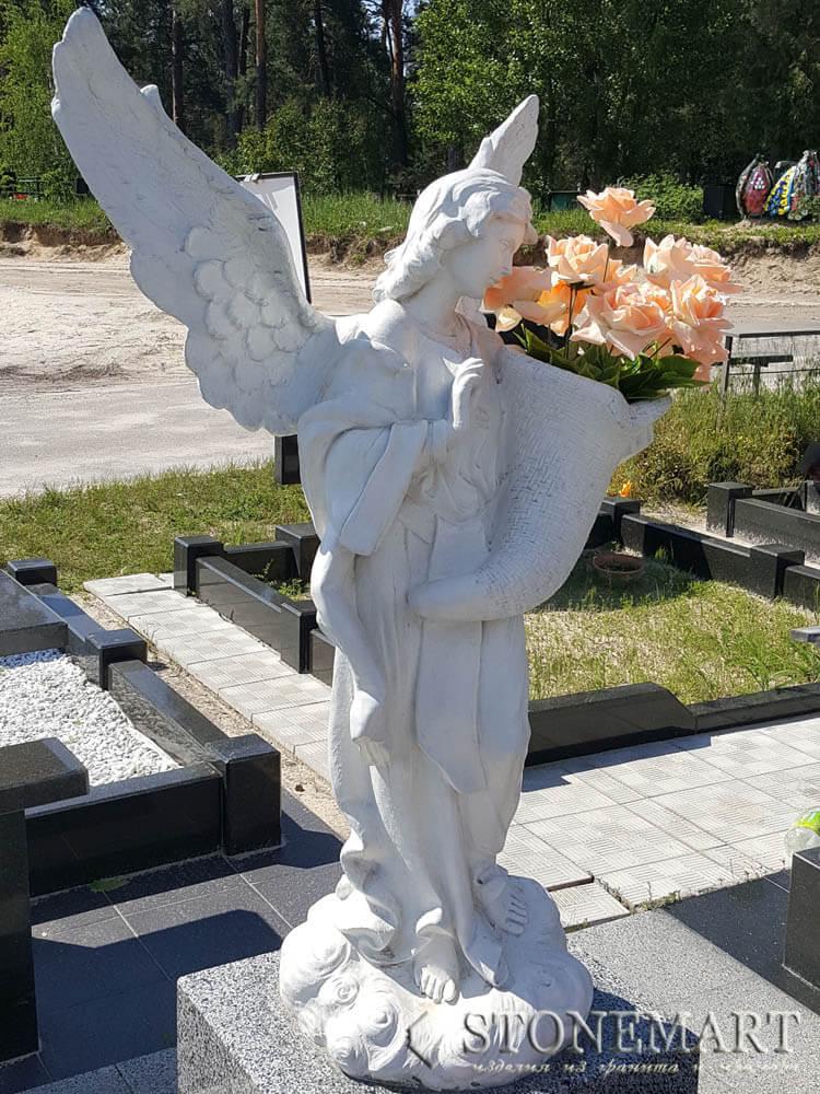90. Ангел с рогом изобилия