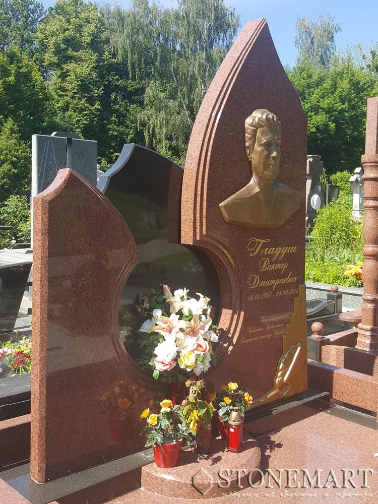 Памятник из красного гранита №29