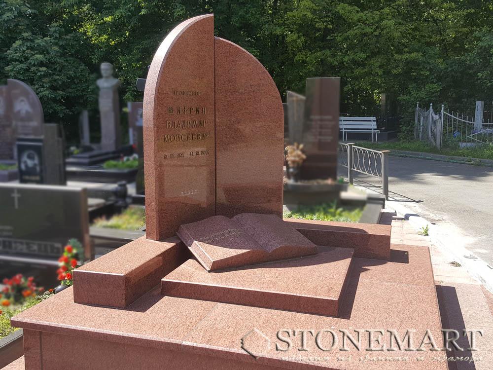 Памятник из красного гранита №9. Наименование гранита: лезниковский(красный).