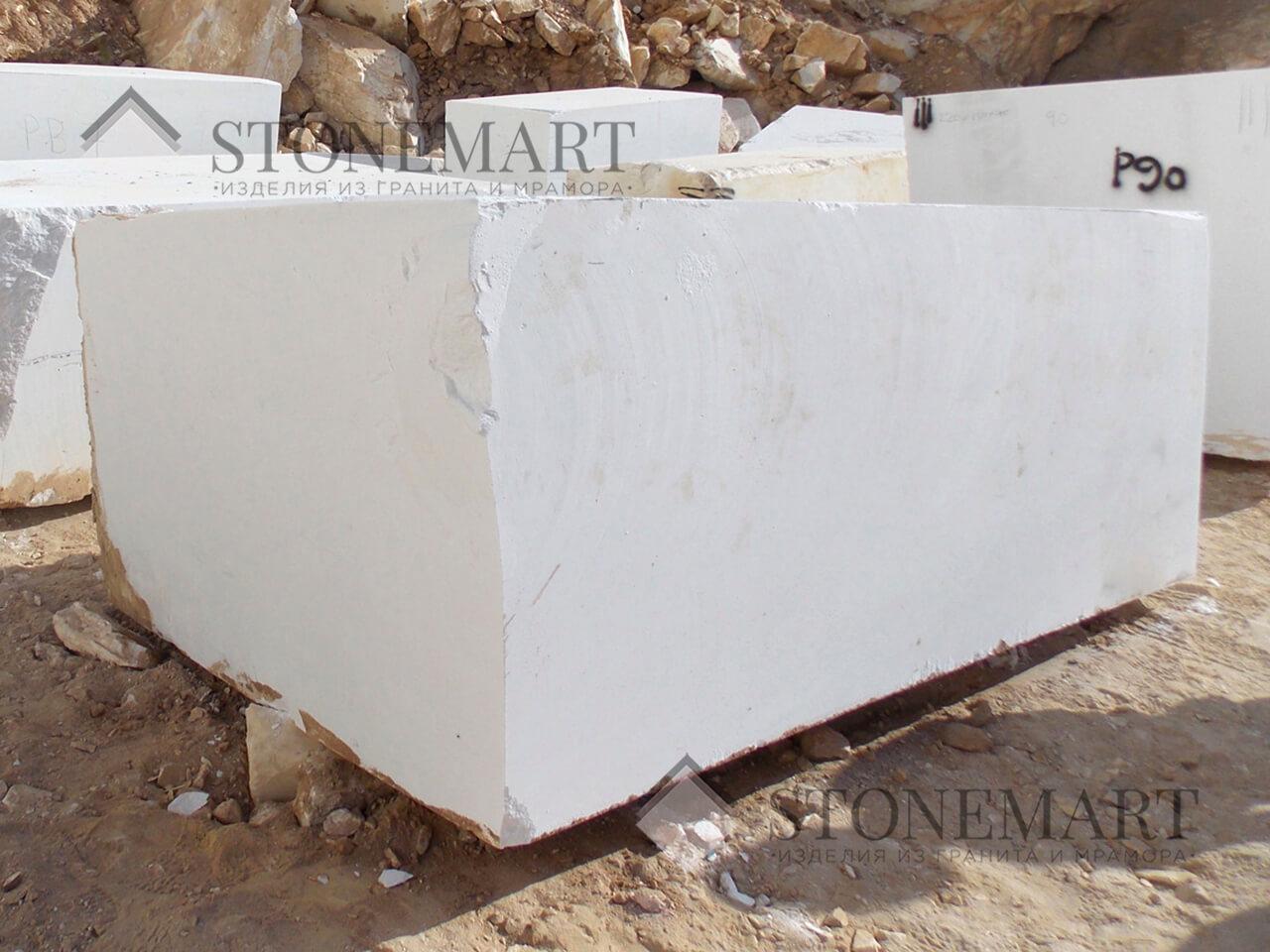 Блоки из белого мрамора под заказ. Наименование: Sivec. Цвет: белый. Используется для изготовления монументов и скульптур