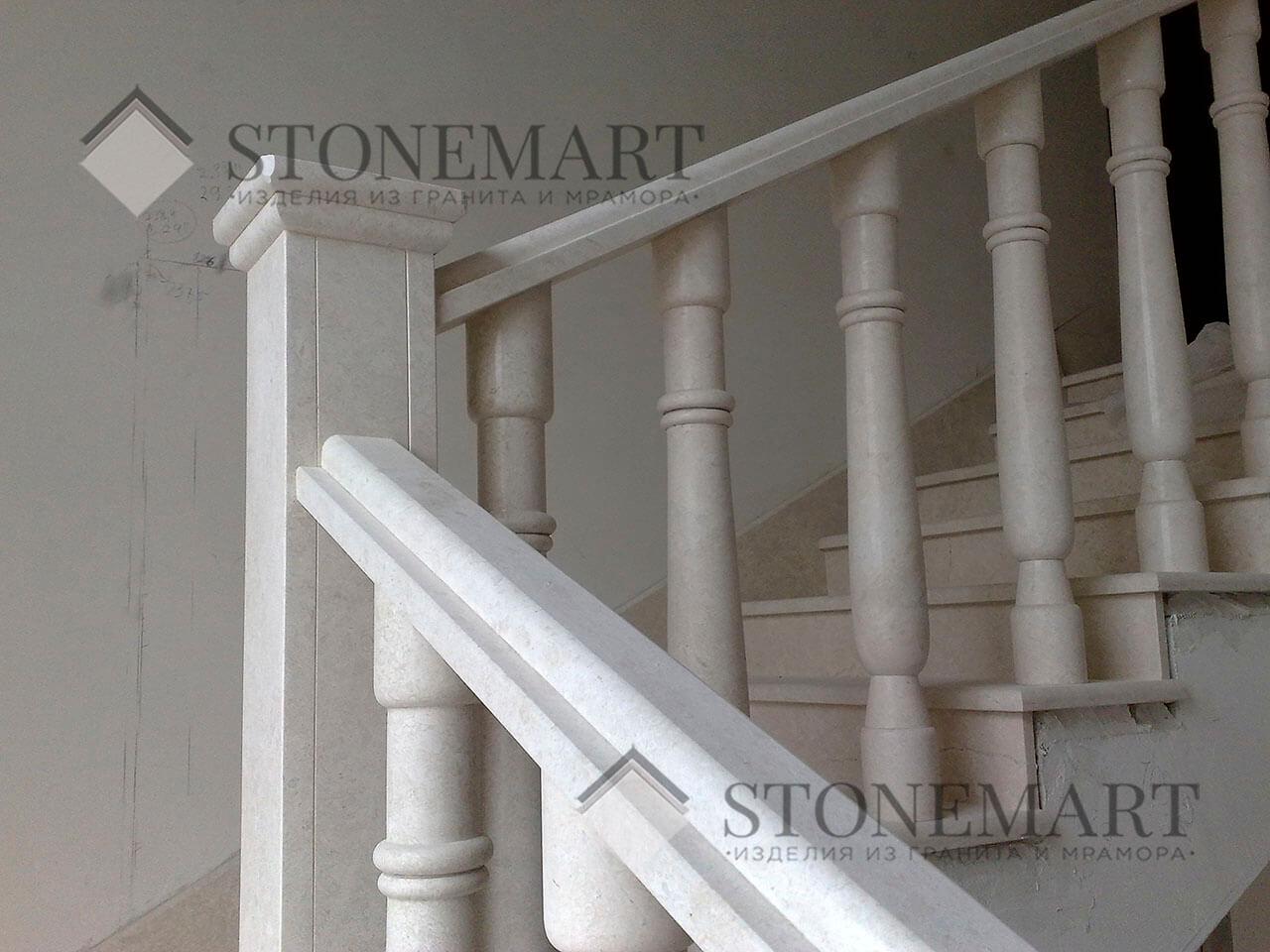 Балясины и перила из мрамора изготовлены и смонтированы мастерами компании Stonemart