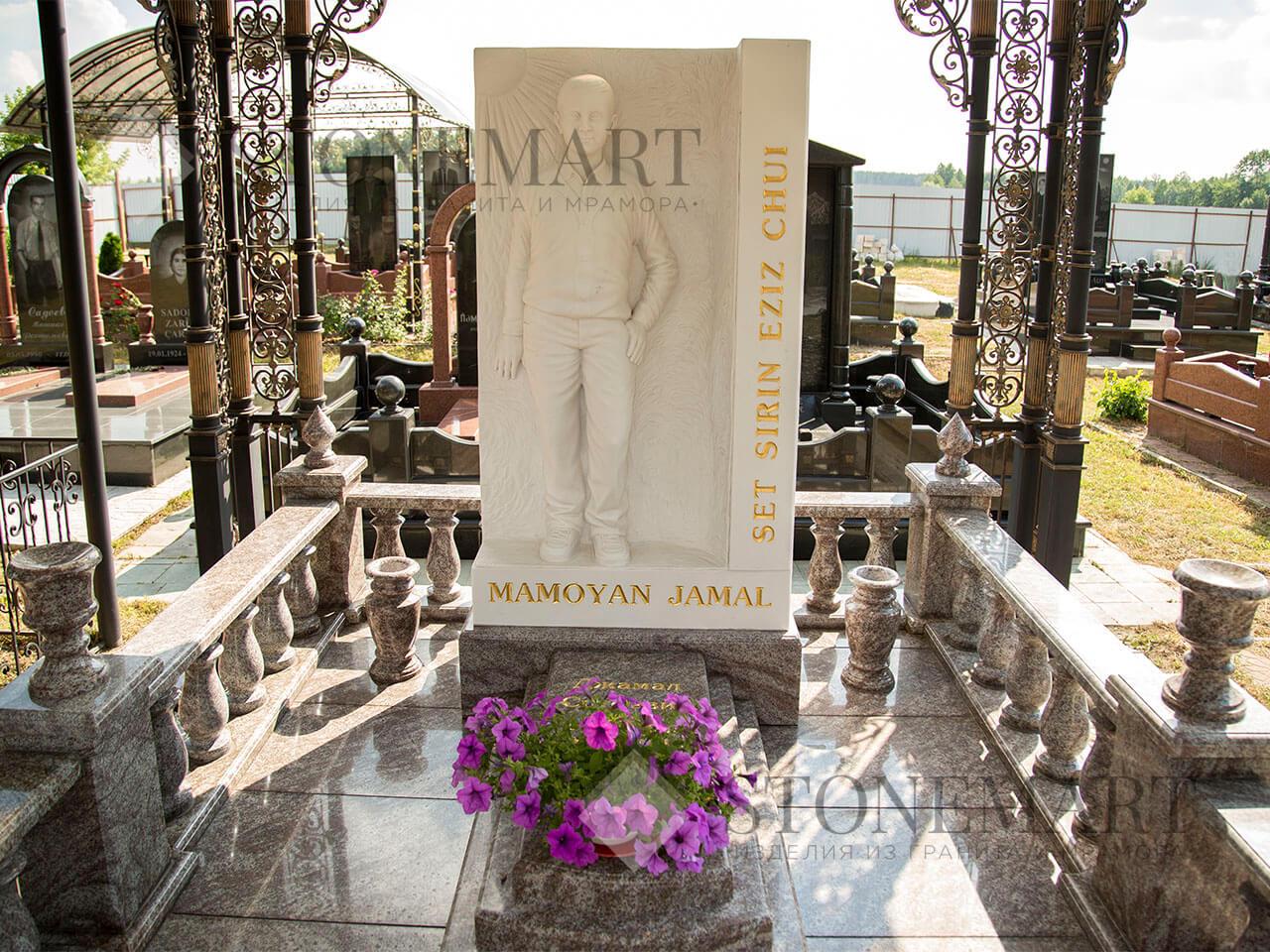 Памятник из гранита №1. Изготовлен мастерами компании Stonemart из украинского гранита и греческого мрамора.