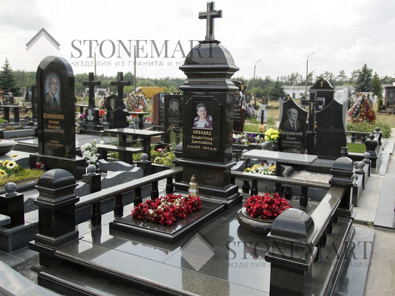 Памятник из гранита №4. Изготовлен мастерами компании Stonemart из гранита украинского месторождения.